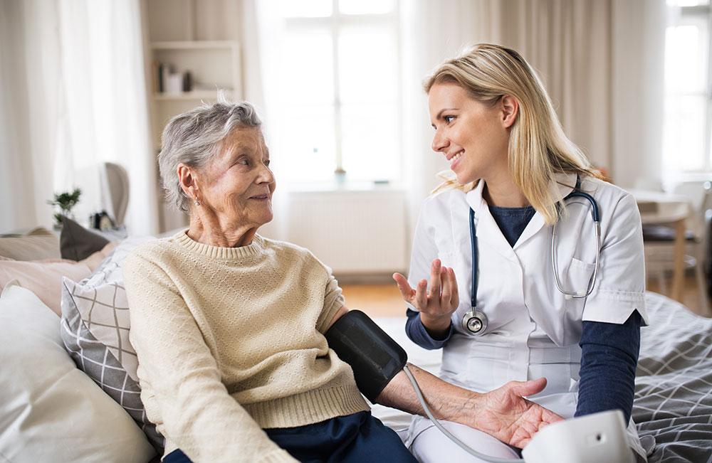 infermieri a domicilio per assistenza anziani